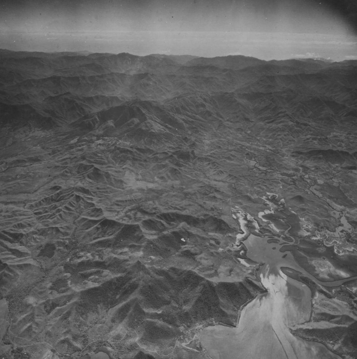 Photo aérienne ancienne de Païta, 1943. collection du SHOM