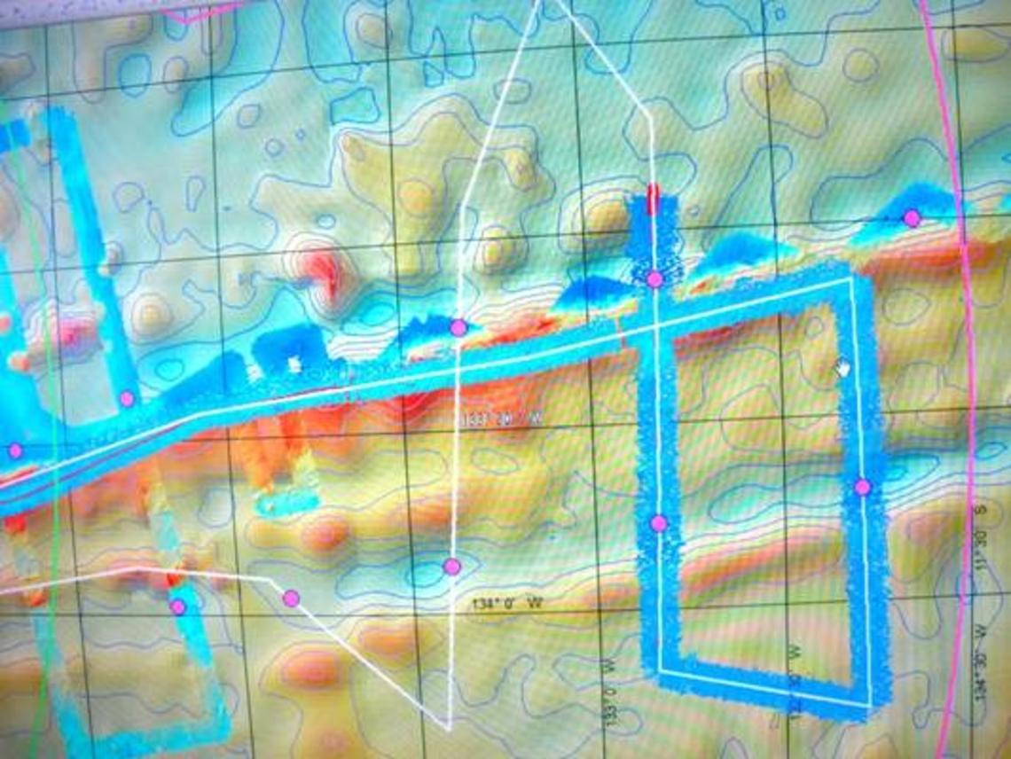 Route de l'Atalante à la recherche du positionnement de pieds de plateau (cercles magenta).